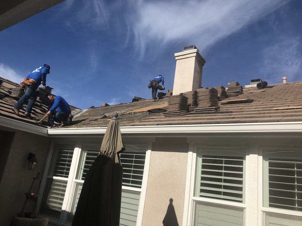 Roofers in Vista, California